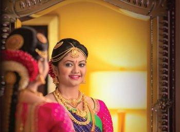 கண்ணாடியை ரகசியமாக ரசிப்பாள்!