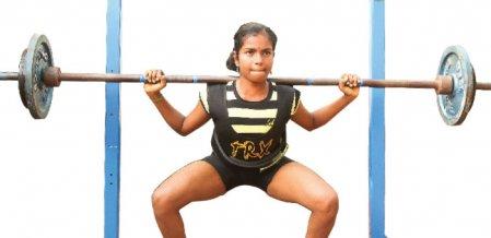 14 வயது 'பவர்' நாயகி!
