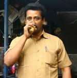 என்னைப் பார்த்து, சன்னிலியோன் அட்ரஸ் கிடைக்குமானு  கேட்டுட்டானே! -அரற்றும்  அட்ரஸ் கார்த்தி!
