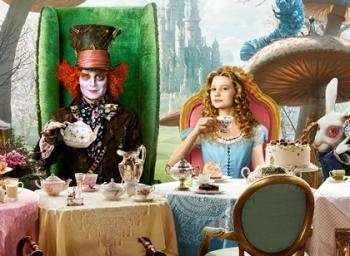 கண்ணாடிக்குள் புகுந்தால் கற்பனை உலகம்! -  Alice Through the Looking Glass