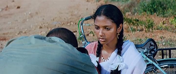 `நந்தலாலா' - டிராக்டர் ஓட்டும் பள்ளி மாணவி