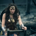 சூப்பர் ஹீரோக்களை லெஃப்ட்டில் அடிக்கும் சூப்பர் ஹீரோயின்! Wonder Woman படம் எப்படி?