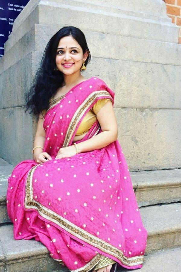 பாடகி ஜனனி