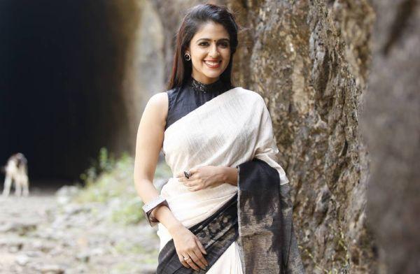 நடிகை மாளவிகா வேல்ஸ்