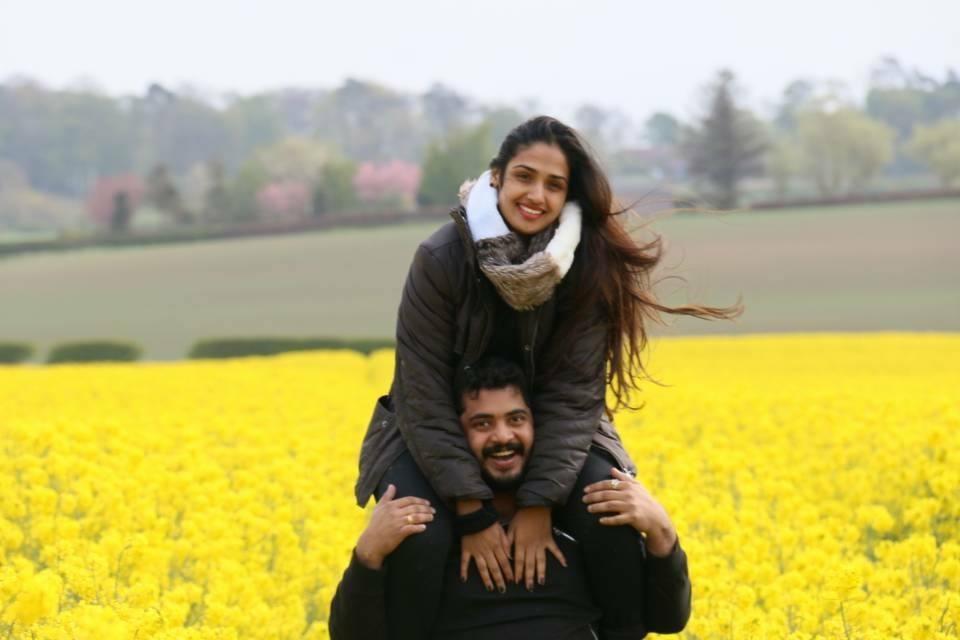 கணவருடன் நடிகை வித்யா