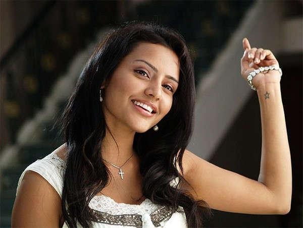 நடிகை பிரியா ஆனந்