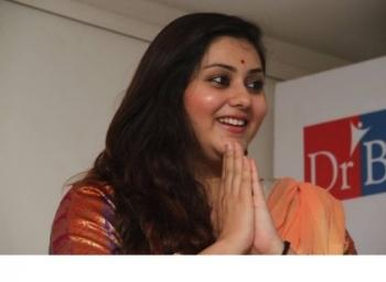 ''நமிதா டாய்லெட் க்ளீன் பண்றத பார்த்து கண்கலங்கிட்டேன்'' - உருகும் கலா மாஸ்டர்! #BiggBoss