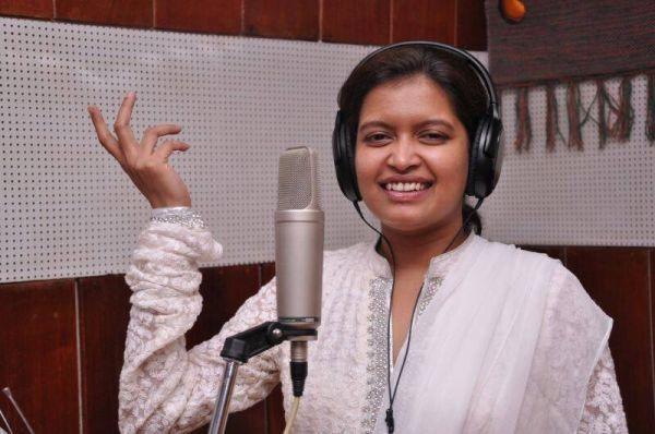 பாடகி ப்ரியா சுப்ரமணியன்