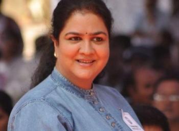 """""""நட்புக்காக கமிட்டான சீரியல்ல, லாஜிக் பார்க்க மாட்டேன்!"""" நடிகை ஊர்வசி #VikatanExclusive"""