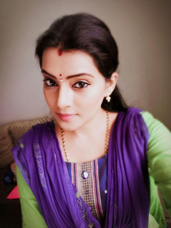 அழகு சீரியல் ஸ்ருதி