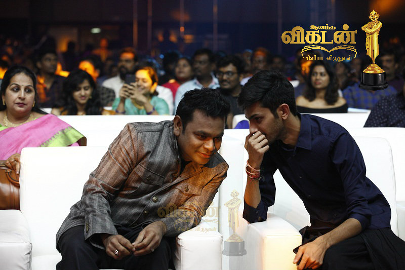 AR rahman and aniruth in vikatan awards