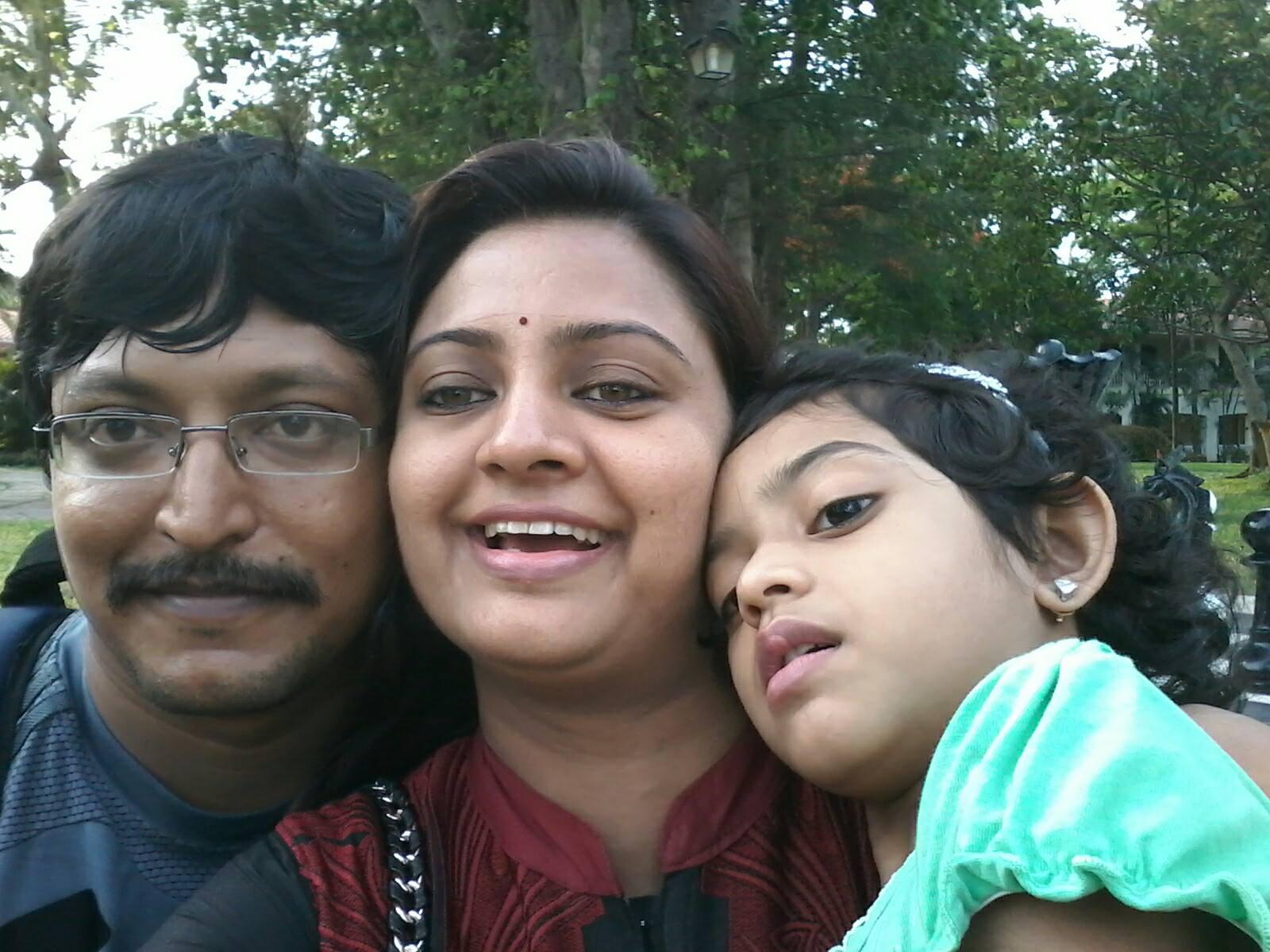 குடும்பத்துடன் இந்திரஜா