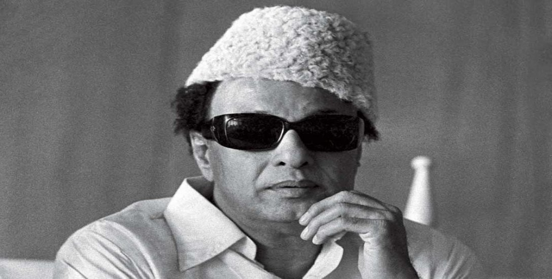 கட்டப்பை பாட்டிகள்… விசில் தாத்தாக்கள்..!  'நாடோடி மன்னன்' தியேட்டர் விசிட்