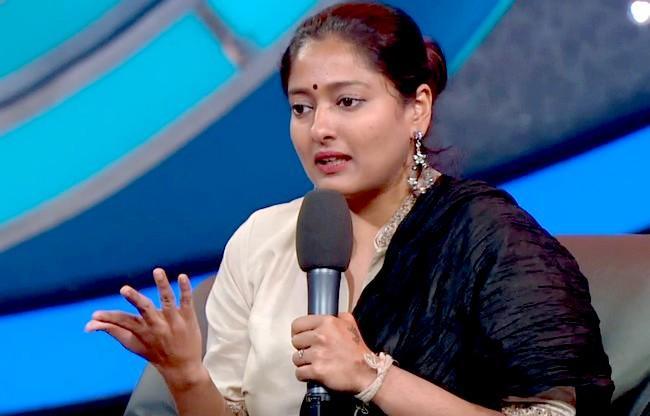 காயத்ரி ரகுராம்