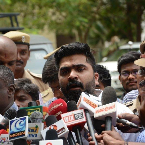 ``நான் அரசியல்வாதி இல்லைங்க... ஸ்டேட் கவர்ன்மென்ட்னா என்ன?'' - கமிஷனர் ஆபீஸில் சிம்பு