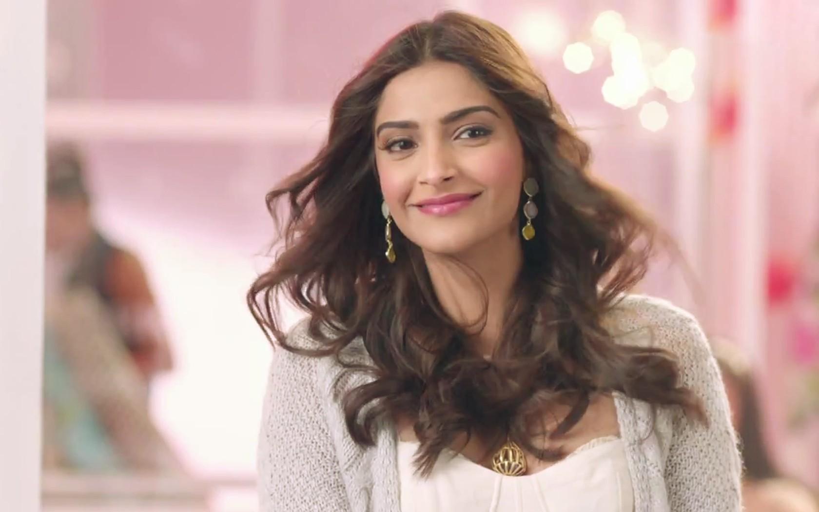 சோனம் கபூர் #BollywoodHeroins