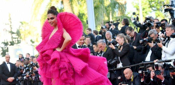 கேன்ஸ் திரைப்பட விழாவில் தீபிகா படுகோனின் 'வாவ்' காஸ்ட்டியூம்ஸ்! #Cannes2018