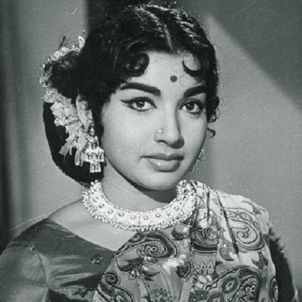 நயன்தாரா, சமந்தா, நித்யா மேனன்... ஜெயலலிதா பயோபிக்கில் யார்..? #VikatanSurvey