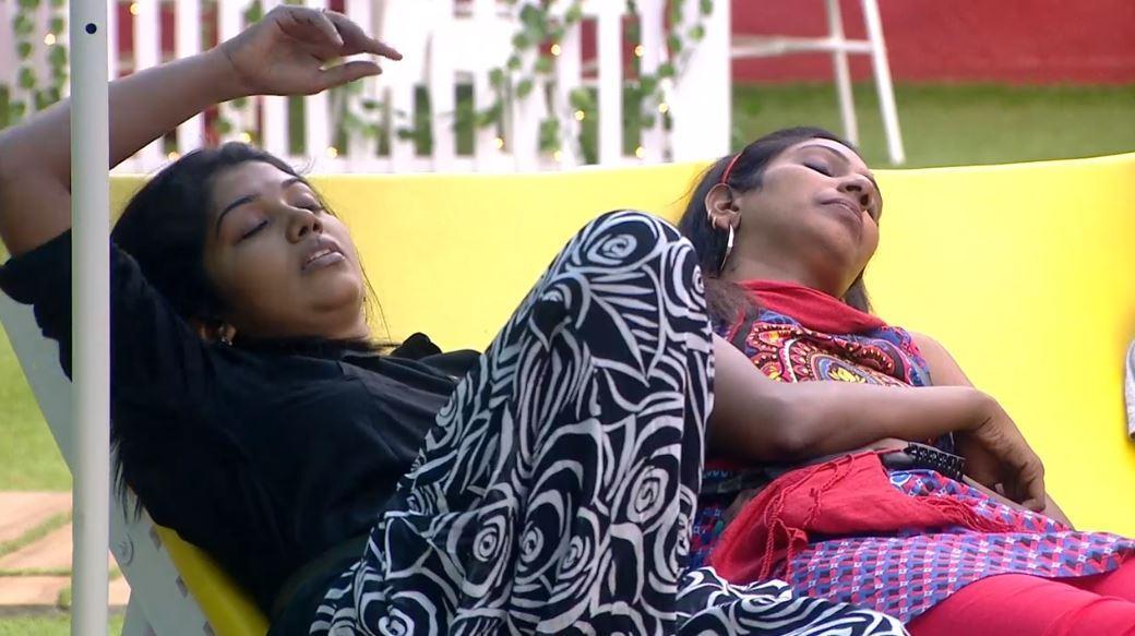 ரித்விகா - நித்யா