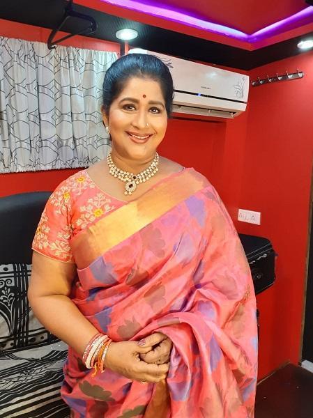 நடிகை கவிதா 'நந்தினி' ஸ்பாட்