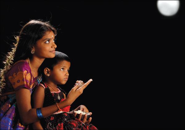 Parvathi Visweswaran: நிலவைக் காட்டி அமுது ...