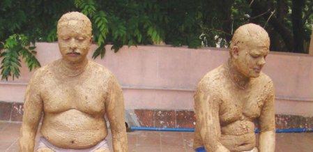 நிலம் முதல் ஆகாயம் வரை... மண் குளியல் - இது இந்திய மருத்துவ சிகிச்சை