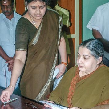 மிஸ்டர் கழுகு : கையெழுத்து... பத்திரம்... ஜெயலலிதா!