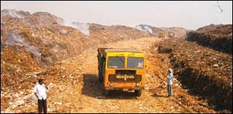 ஆர்.கே.நகர் தொகுதி நிலவரம்!: முதியோர் பென்ஷன்... குப்பைக் கிடங்கு... குடிநீர்ப் பிரச்னை... கொசுக்கடி