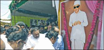 எடப்பாடியை வாரிசு ஆக்கிய எம்.ஜி.ஆர் விழா!