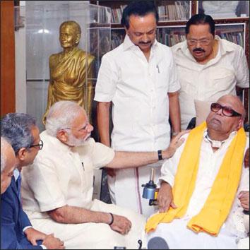 மிஸ்டர் கழுகு: கருணாநிதியைச் சந்தித்த மோடி - ராகுலுக்கு சொல்லப்பட்ட மெசேஜ்!