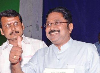 மிஸ்டர் கழுகு: 2018- இனி அரசியல் இருவர் கையில்!