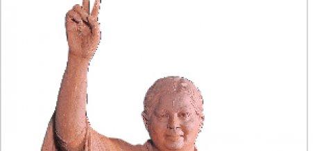 சசிகலா செய்யச் சொன்ன ஜெயலலிதா சிலை... எடப்பாடி வைத்த வேறு சிலை!