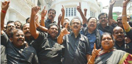 மிஸ்டர் கழுகு: மாதிரி சட்டசபையில் முதல்வர் யார்?