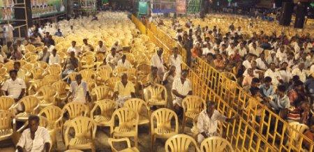"""""""மழையில் நனையத்தான் 300 ரூபாய் கொடுத்தொம்!"""""""