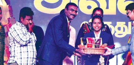 சாதனைப் பெண்களை அலங்கரித்த 'அவள் விருது!'