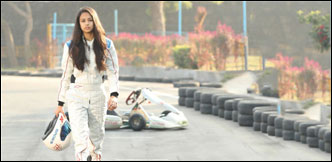 ஃபார்முலா கார் ரேஸில் - இந்தியாவின் சின்னப்பொண்ணு!