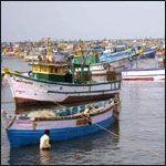 தமிழக மீனவர்கள் மீது இலங்கை படையினர் மீண்டும் தாக்குதல்