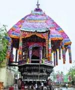 பெரம்பலூரில் கோவில் தேரோட்டத்தின்போது தேர் கவிழ்ந்து ஒருவர் பலி