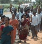 தேனி அரசு மருத்துவக்கல்லூரி ஒப்பந்த தொழிலாளர்கள் கலெக்டரிடம் மனு