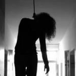 டெல்லி: காவல் நிலையத்தில் இளம் பெண் தற்கொலை