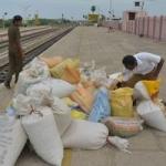 ஒடிசாவுக்கு ரயிலில் ரேஷன் அரிசி கடத்த முயன்ற 3 பேர் சிக்கினர்