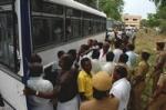 கலெக்டர் அலுவலகத்தை முற்றுகையிட ரயிலில் வந்த 150 தொழிலாளர்கள் கைது