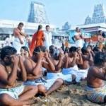 இன்று மஹாளய அமாவாசை: ராமேஸ்வரம் அக்னி தீர்த்தக் கடலில் குவிந்த பக்தர்கள்!