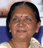 மோடி ராஜினாமா; குஜராத் புதிய முதல்வராக  ஆனந்திபென் தேர்வு!