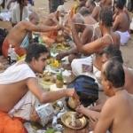 ஆடி அமாவாசை: ராமேஸ்வரம் கடலில் லட்சகணக்கான பக்தர்கள் புனித நீராடினர்!