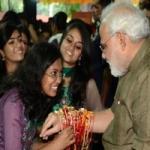 ரக்ஷா பந்தன் விழா: பிரதமர் நரேந்திர மோடிக்கு பெண்கள், சிறுமிகள் ராக்கி கட்டி வாழ்த்து!