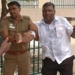 வேலூர் ஆட்சியர் அலுவலகத்தில் 2 பேர் தீக்குளிக்க முயற்சி!