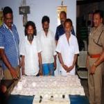 ராமநாதபுரத்தில் தங்கம் கடத்திய 3 பேர் கைது: ரூ.50 லட்சம் பறிமுதல்!