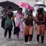தமிழகத்தில் கனமழை: பள்ளி, கல்லூரிகளுக்கு விடுமுறை!