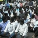 கடலூரில் தமிழ்நாடு ஊரக வளர்ச்சித்துறை அலுவலர்கள் சாலை மறியல்!
